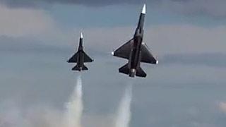 枭龙涡喷模型飞机编队飞行表演
