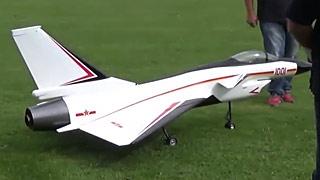 J-10涡喷模型飞机矢量飞行表演