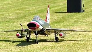 F-100涡喷模型飞机飞行表演