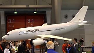 空客A320模型飞机室内飞行表演