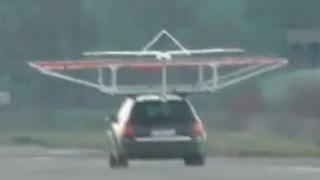 德国航空中心DLR测试固定翼无人机降落在行驶的汽车上